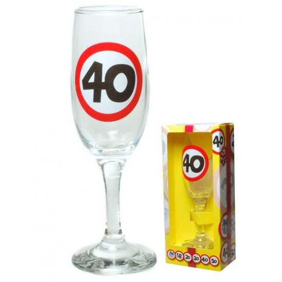 Champagne glas 40 jaar in gift box (bron: Feestwinkel Fun en Feest)