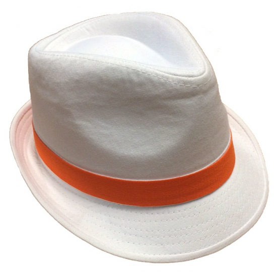 Witte hoeden met oranje bies (bron: Feestwinkel Fun en Feest)