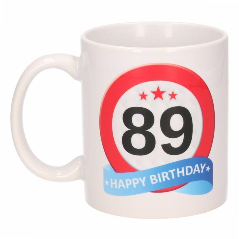 Cadeau 89 jaar mok / beker verkeersbord thema Multi