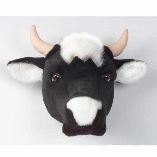 Koeien koppen voor aan de muur