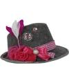 Tiroler hoedjes met roze veer