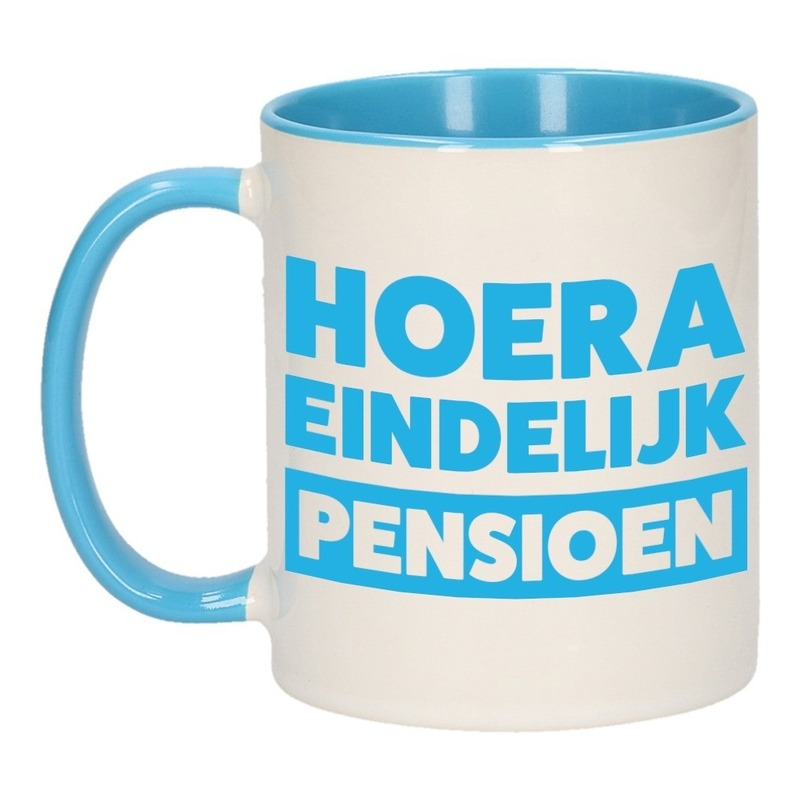 Blauwe pensioen VUT cadeau mok / beker - hoera eindelijk pensioen 300 ml Blauw