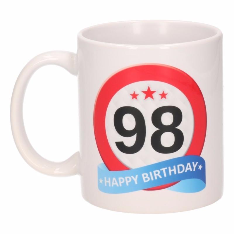 Cadeau 98 jaar mok / beker verkeersbord thema Multi