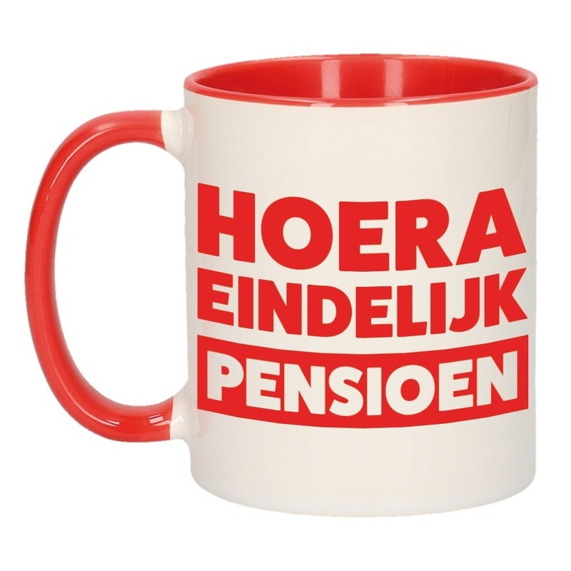 Rode pensioen VUT cadeau mok / beker - hoera eindelijk pensioen 300 ml Rood